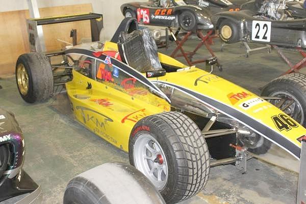 フォミュラーカー黄色_1