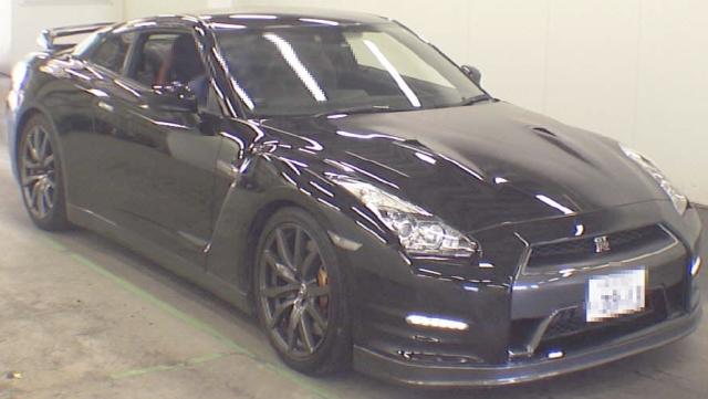 2012年8月2011年販売モデル日産GT-R(R35型)のオークション落札相場