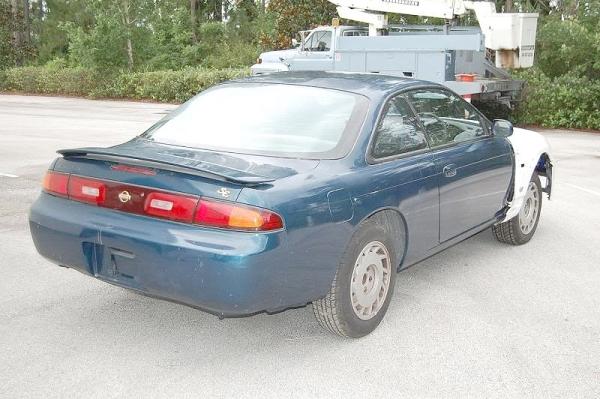 (海外より)部品取り車・R33型スカイラインGTR顔!S14系240SX(シルビア)&1998年2代目アベニール(W11型)のCM動画