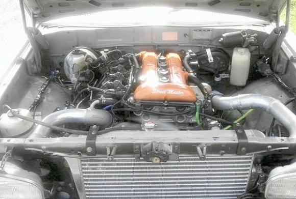 SR20エンジン換装!2代目コロナマーク2(X10系)&VH45エンジン搭載R32スカイラインの動画