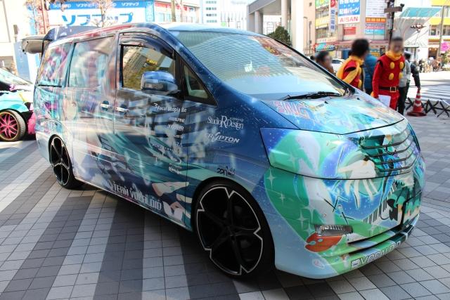 AKIBA☆ONEにて展示された痛車アルファード・ミク仕様の展示車両