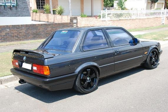 (海外)1JZエンジン搭載!E30系BMW318is&LS2エンジン換装FD3S型RX-7の動画