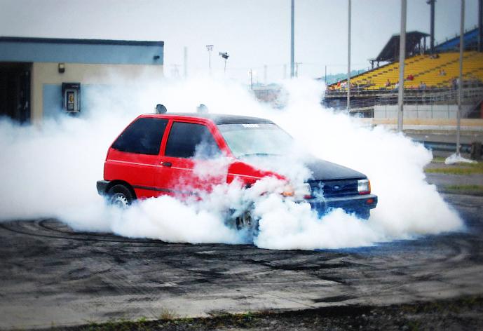 (海外)屋根出しマフラー!!V8型355cuiスモールブロック!初代フォードフェスティバ&1992年フォードフェスティバのCM動画