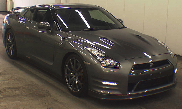 (2013年6月)標準モデル!R35日産GT-Rピュアエディションのオークション落札相場