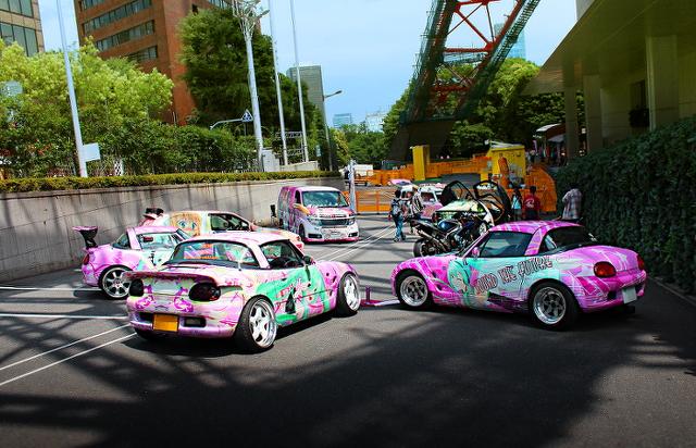 2013年6月東京タワー!痛車展示イベントの車両画像その1(日産E51型エルグランド、トヨタ・セラ)