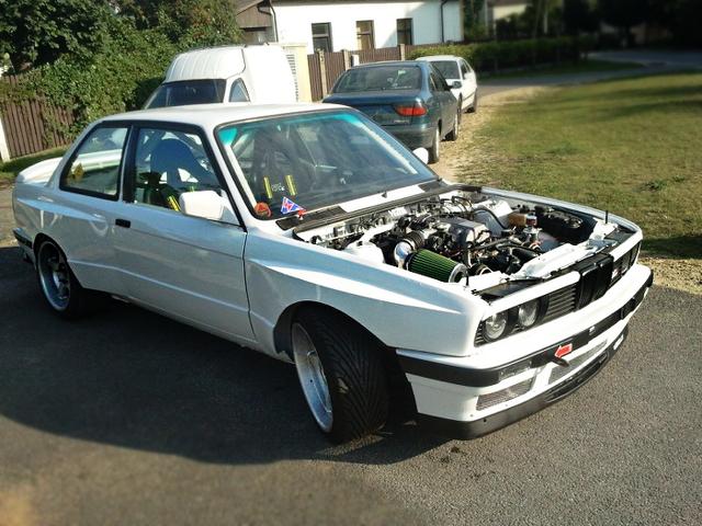 (海外)トヨタ用1UZ-FEエンジン搭載!E30系BMW・M3&ナイト!ストリートドリフトの動画