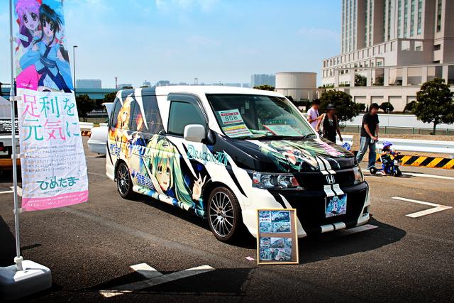 ボーカロイド痛車ステップワゴン2013922_1