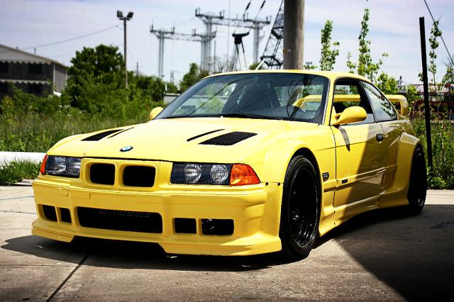 (海外)ハーマンワイドボディ!1JZターボEG換装E36型BMW・M3&600馬力2JZエンジン搭載!トヨタタコマの動画