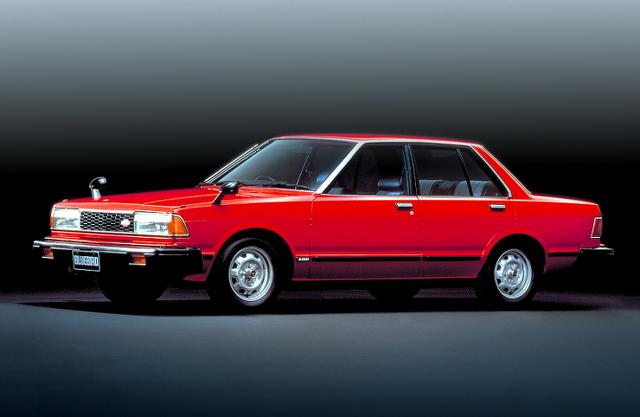 街道レーサー!赤黒アドバンレーシングカラー!ロングノーズ化!910型ブルーバード