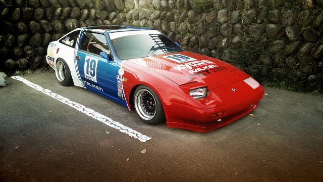 トリコロールカラー福岡仕様!!Z31型フェアレディZ300ZR&オートサロン2013!レクサスレーシングブースの動画