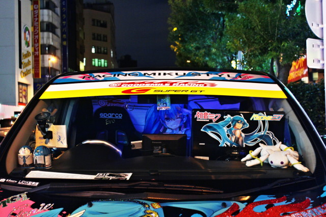 2014年3月中旬撮影!秋葉原痛車ストリート(黒ミクファード、雪ミクハリアー、S15シルビア)