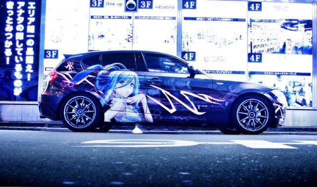 2014年2月28日撮影!秋葉原痛車ストリート(200型ハイエース、BMW130i・Mスポ)