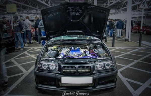 (海外)SR20DETターボエンジン換装!E36型BMW325&オートトレンド2014!V8エンジン換装トヨタ86の動画