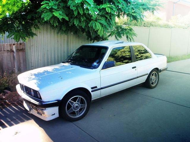 (海外)SR20DETターボエンジン搭載!E30型BMW323i(3シリーズ)&GSX-R1000用バイクエンジン搭載!スズキセルボ(SC100)の動画