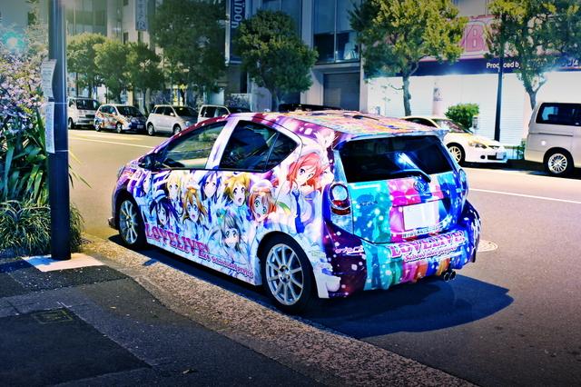 2014年4月6日ラブライブ!2期放送!秋葉原痛車ストリート(ラブライブ!公式トヨタ・アクア)