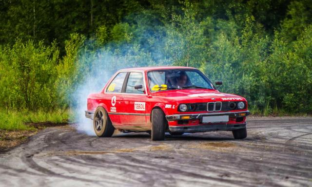 (ロシア)日産用VQ35DEエンジン移植!E30型BMW320i&1G-GTEツインターボエンジン移植!4代目マスタングの動画