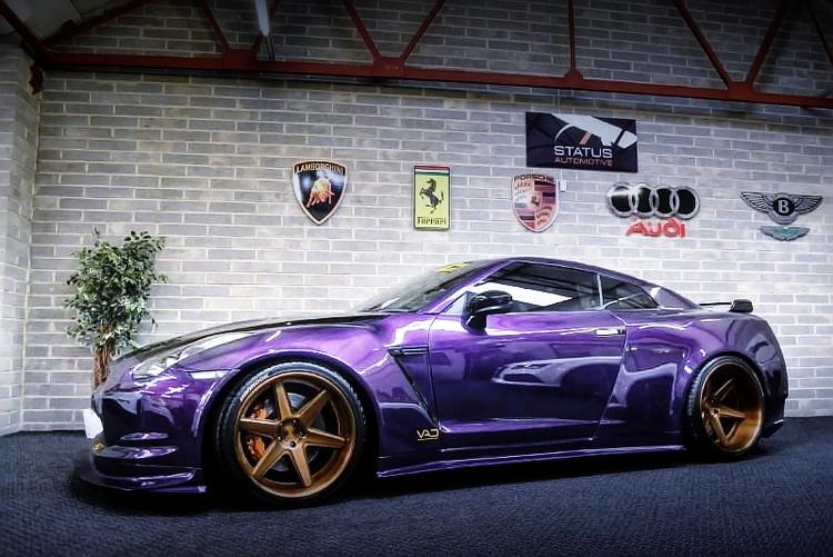(イギリス)VAD製カーボンワイドボディ!600馬力仕様!R35日産GT-R&掲載車の動画