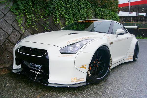 LB-WORKSオーバーフェンダー装着!R35日産GT-RブラックED&FRESH TOKYO CAR MEETin Akihabara2015/7/7動画