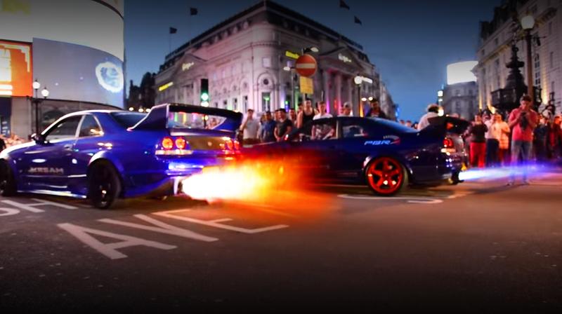 (イギリス)ユーチューブ等で世界的に有名な車両かも!?フレイムキット装着!BCNR33スカイラインGT-R