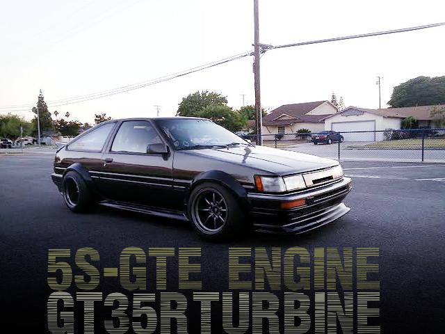 腰下5Sブロック!5S-GTE型2.2Lターボエンジン4連スロットル!AE86カローラ改JDMレビン顔のアメリカ中古車を掲載