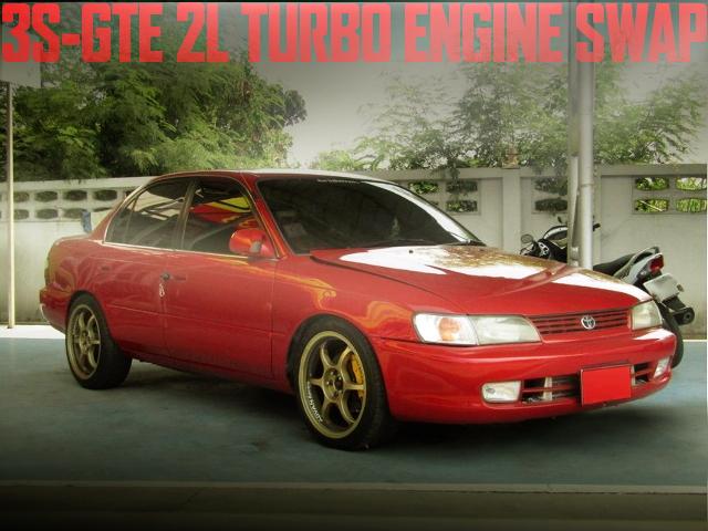 280馬力!3S-GTE型2Lターボエンジン!前置きインタークーラー!トヨタE100系カローラ4ドアのタイ中古車を掲載
