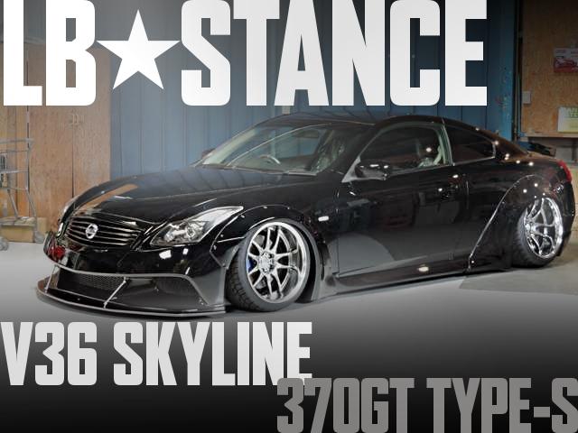 LB-STANCEオーバーフェンダーワイド!INVIDIAマフラー!V36日産スカイラインクーペ370GTタイプSの国内中古車を掲載