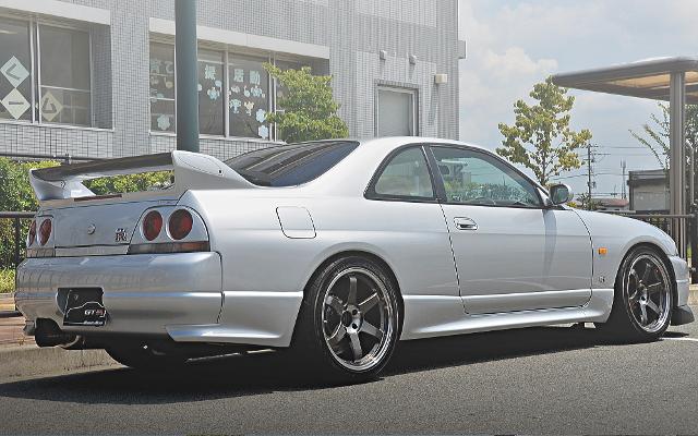 R33 GTR EXTERIOR BACK