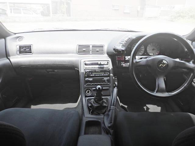 INTERIOR R32 AUTECH VER