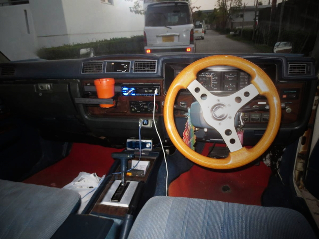 INTERIOR 430 CEDRIC WAGON