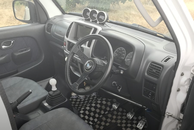 INTERIOR STEERING 5-SPEED MANUAL-SHIFT