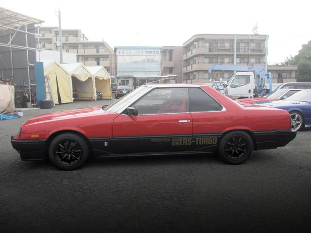 EXTERIOR SIDE DR30 SKYLINE RS TURBO