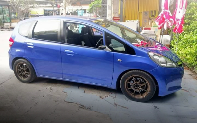 FRONT SIDE EXTERIOR BLUE CE28 WHEEL GE JAZZ(FIT)