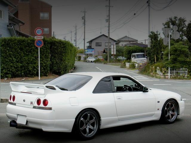 REAR EXTERIOR R33 SKYLINE GT-R V-SPEC