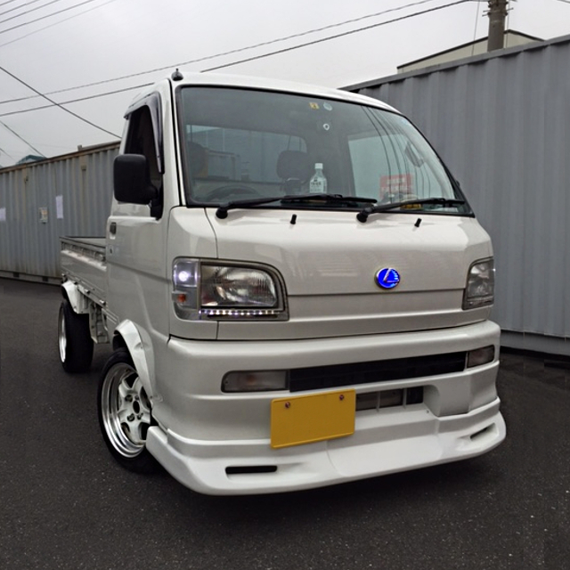 FRONT EXTERIOR S200P HIJET TRUCK WIDE
