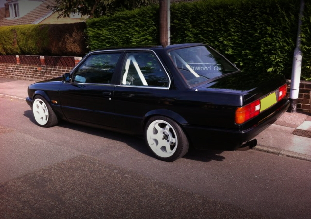 REAR EXTERIOR E30 BMW 3-SERIES