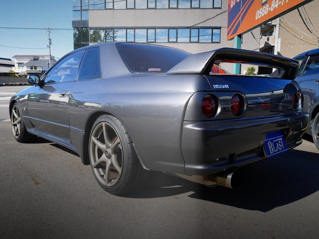 REAR EXTERIOR R32 SKYLINE GT-R GUNMETALLIC COLOR