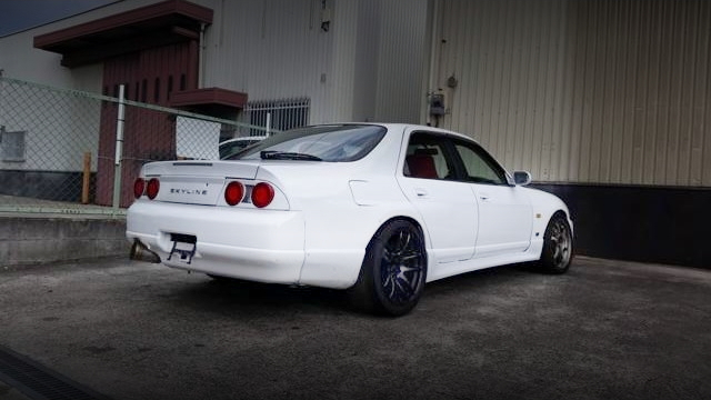 REAR EXTERIOR ER33 SKYLINE 4-DOOR SEDAN GTS25 TYPE S S
