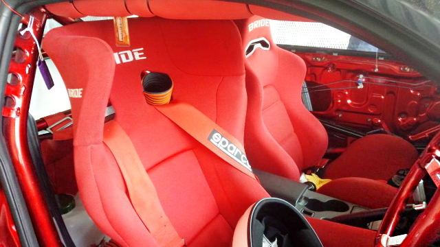 INTERIOR ROLLBAR AND BRIDE SEAT