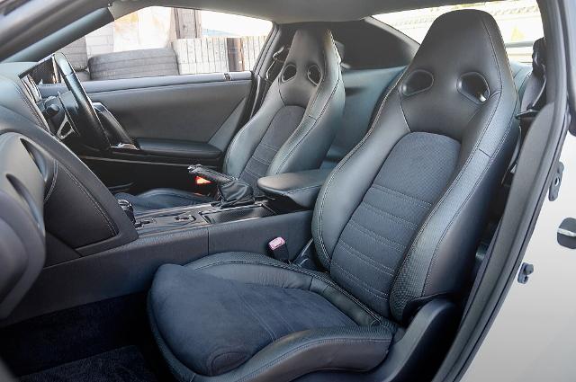 INTERIOR FRONT-SEAT R35 NISSAN GT-R