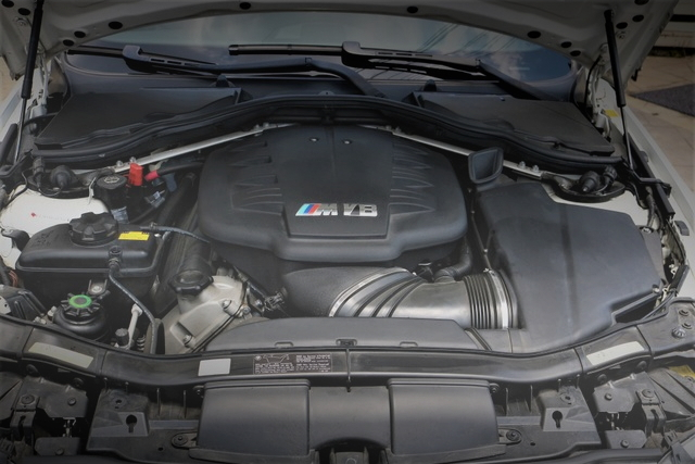 E92 BMW M3 ENGINE ROOM