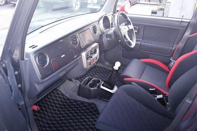 INTERIOR 5-SPEED MANUAL SHIFT