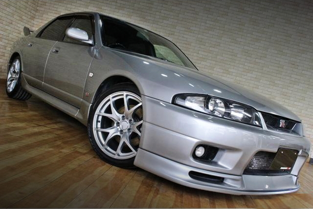 FRONT EXTERIOR R33 SKYLINE 4-DOOR GTR AUTECH VER 40TH