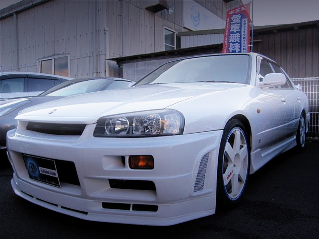 EXTERIOR R34 SKYLINE 4-DOOR WHITE