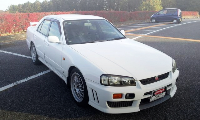 FRONT EXTERIOR R34 SKYLINE 4-DOOR 25GT FOUR