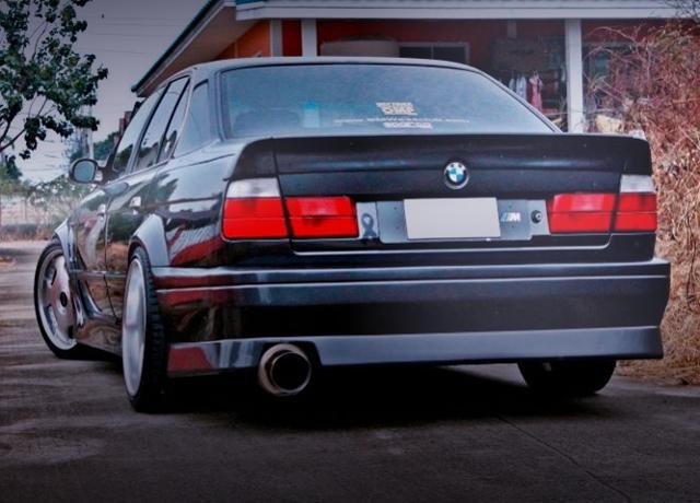BACK EXTERIOR E34 BMW 5-SERIES