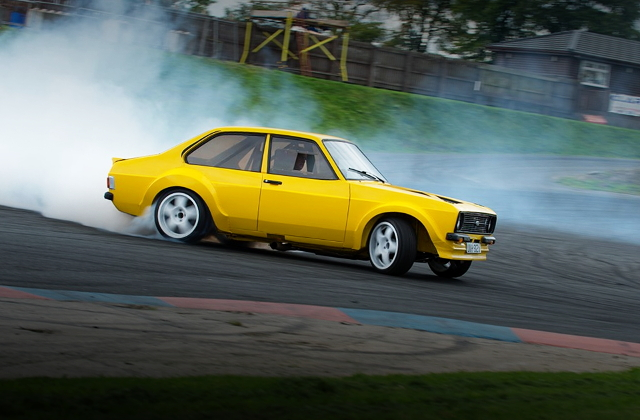 SIDE EXTERIOR FORD ESCORT MK2 DRIFT CAR