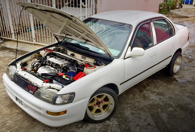 E100 COROLLA 4-DOOR ENGINE ROOM