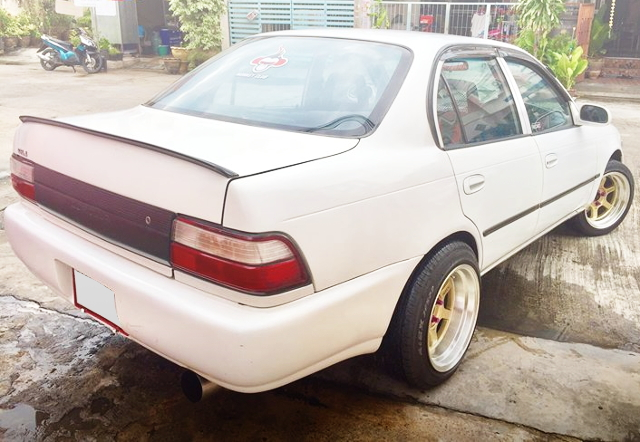 REAR EXTERIOR E100 COROLLA 4-DOOR WHITE