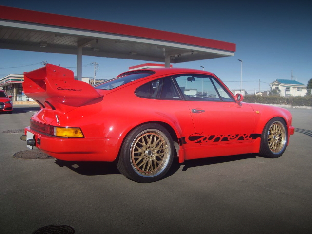 REAR EXTERIOR 930 PORSCHE 911 RED