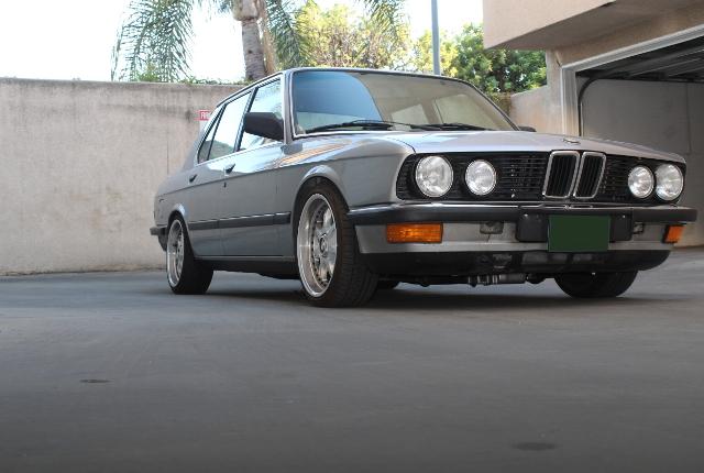 FRONT EXTERIOR E28 BMW 5-SERIES